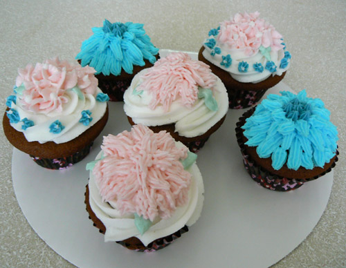 Decorated cupcakes food on the blog for Fun and easy cupcake decorating ideas
